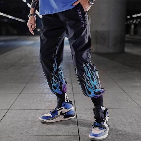 Calça Jogger Masculina com Estilo Hyper Streetwear Preta Estampada Chamas Cintura Elástica Bolso